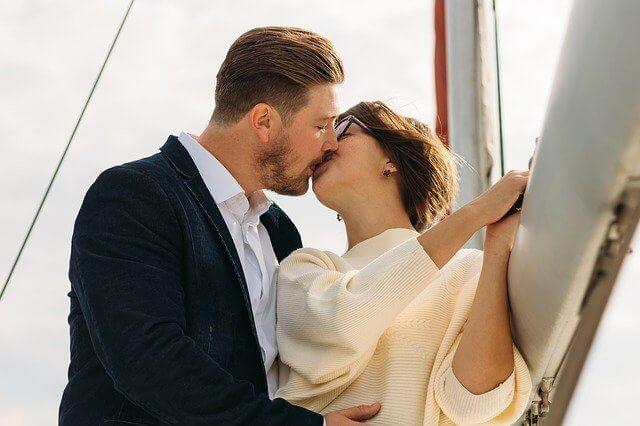 איך להראות אהבה לגבר?