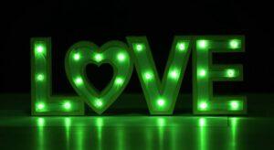 להחזיר אהבה
