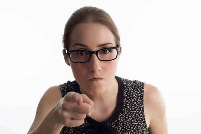אישה כועסת
