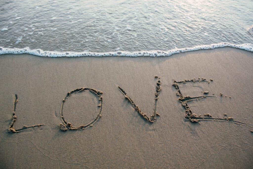 חוף האהבה