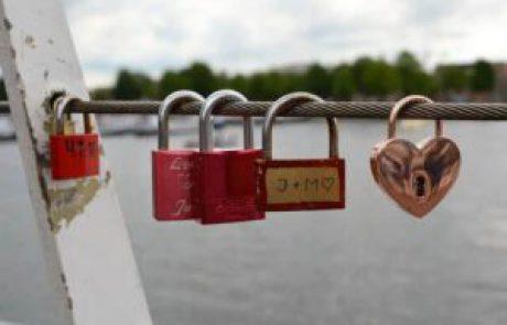 5 סוגים לבחון אהבה בגיל ההתבגרות