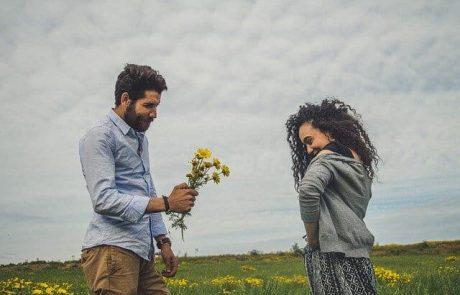50 דוגמאות של גברים להראות אהבה